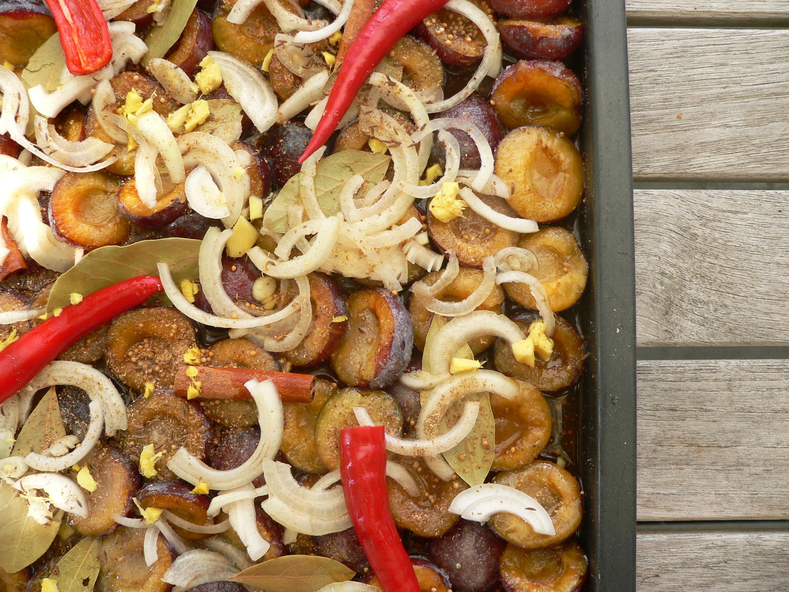 Blommechutney med chili og kanel
