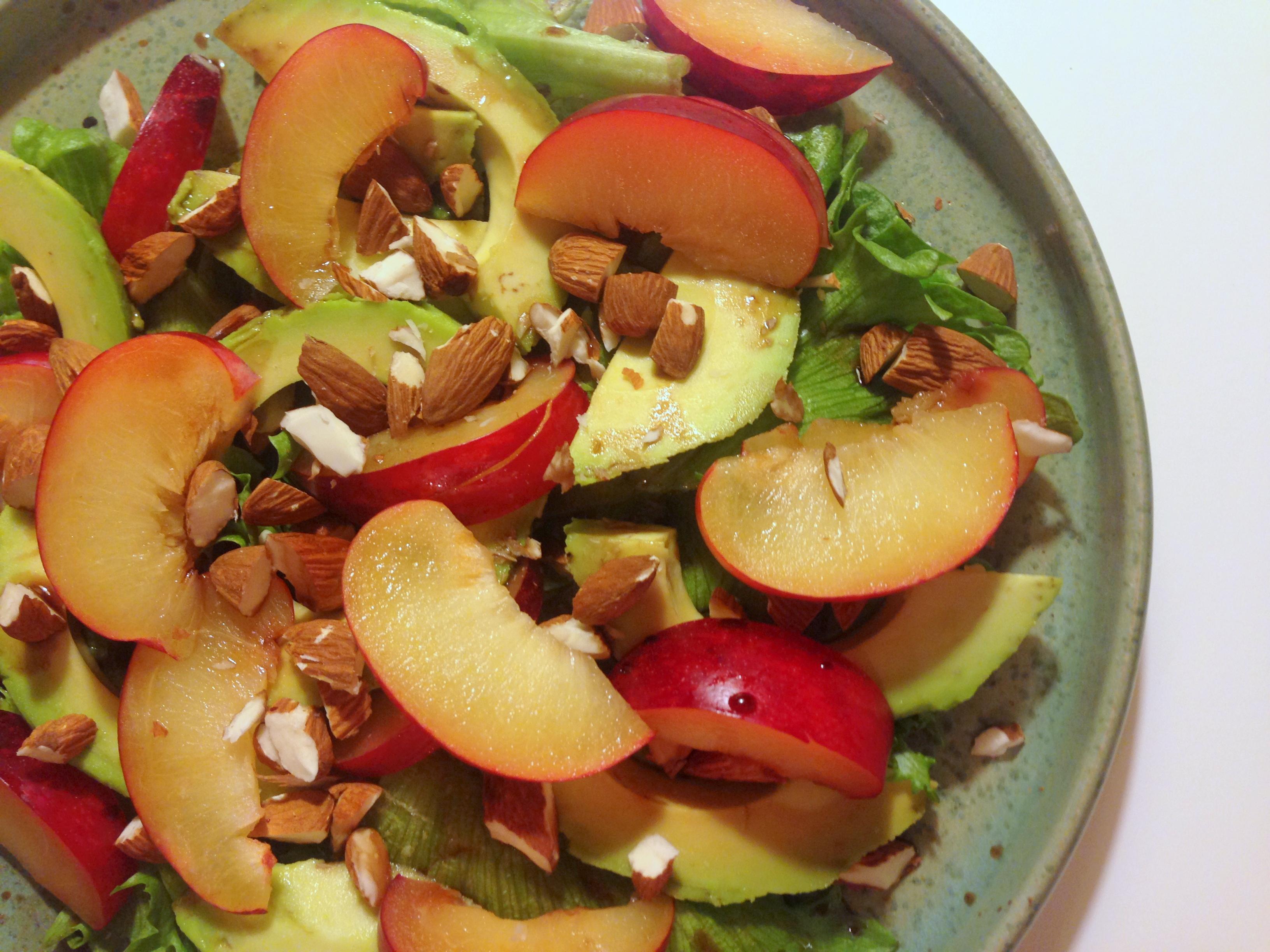 Grøn salat med avocado og blomme