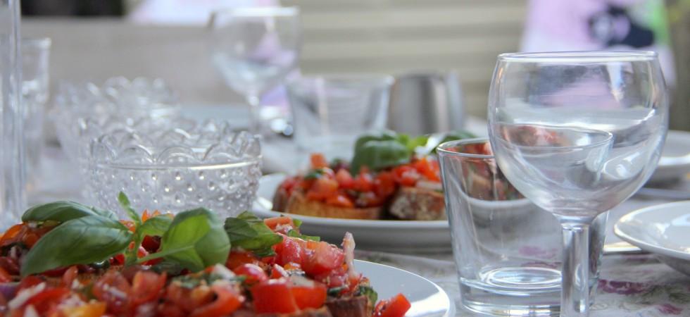 Bruschetta med tomat og basilikum