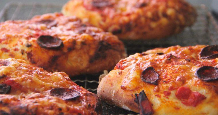 Minipizzaer med chorizo