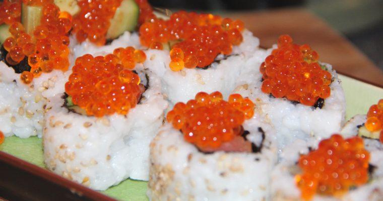 Sushi med laks, rejer og rogn